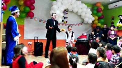 Best Birthday Party Magician Magic Show Aeiou Kids Club For Children - Childrens birthday party ideas east london