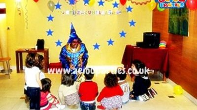 Hire a magician for Halloween kids party